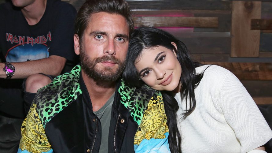 Kylie Jenner bringt Scott Disick zu Nylons junger Hollywood-Party