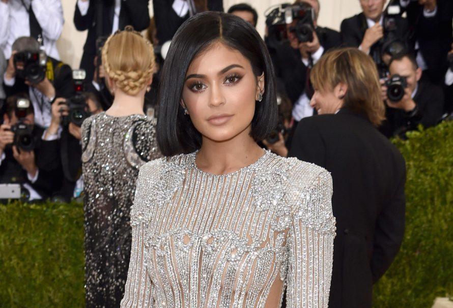 Kylie Jenners Met Gala 2016 Dress ist schlicht und schimmernd!