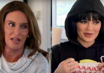 Caitlyn Jenner gibt Kylie Unterwäsche mit ihrem Gesicht auf sie