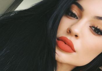 Kylie Jenner stellt Kim Kardashians nacktes Selfie wieder her
