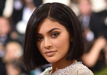 Kylie Jenners Twitter gehackt, antwortet sie auf Snapchat - Jetzt ansehen!